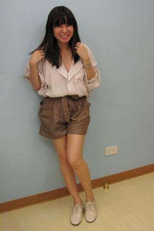 beige H&amp;M blouse - brown H&amp;M shorts - beige Giordano Ladies shoes