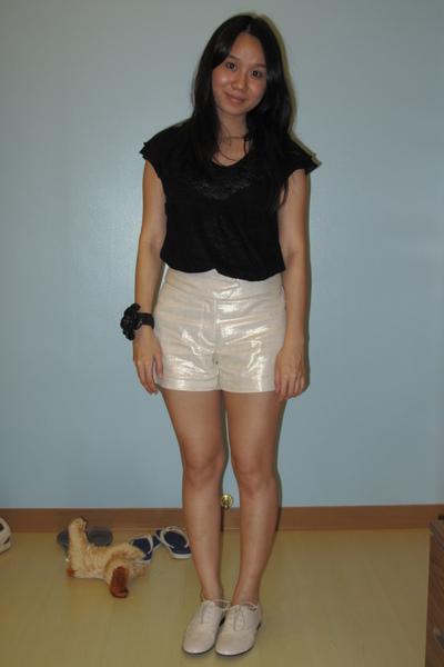 t-shirt - Pradi shorts - Giordano Ladies shoes - bracelet