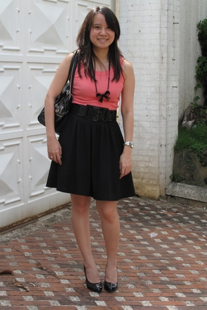 Topshop top - Uniqlo skirt - necklace - Marc by Marc Jacobs purse - shoes - belt