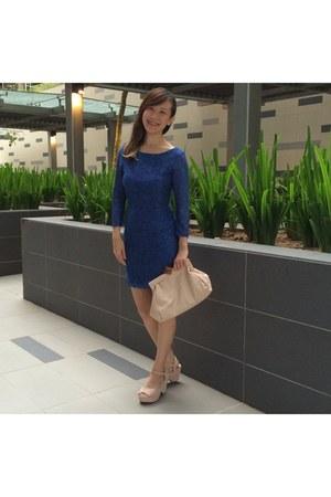blue lace dress - light pink suede wedges shoes - neutral clutch asos bag