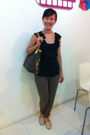 black La Nouveau Mode blouse - tawny Louis Vuitton bag - nude rubi flats