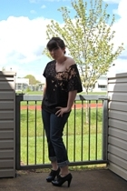 Hanes shirt - American Eagle jeans