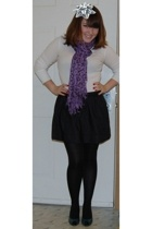 Old Navy shirt - Express via TJ Maxx skirt - Steve and Barrys shoes - gift scarf