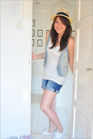 camel straw hat H&M hat - white tank top H&M shirt - blue denim shorts lindex sh