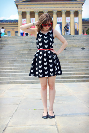 black white cat print H&M dress - red Forever 21 sunglasses - black H&M flats