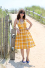 Mustard-blutsgeschwister-dress-black-lucky-brand-sunglasses