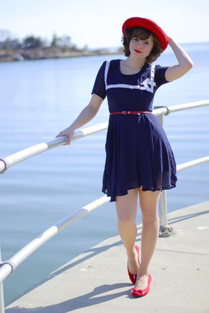 navy sailor Suger dress - red vintage hat - nude Leggs tights