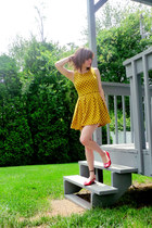 mustard polka-dotted sans souchi dress - red thrifted heels