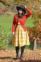 dark brown Forever 21 hat - gold gingham Blutsgeschwister dress