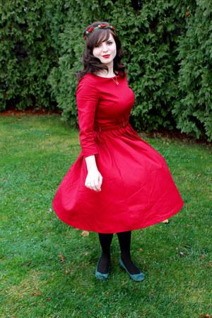 green holly crown OrangeYouPeachy hair accessory - ruby red Lindy Bop dress
