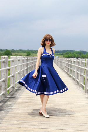 blue sailor hell bunny dress - black Lucky Brand sunglasses