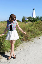 white rosette Forever 21 skirt - black Lucky Brand sunglasses