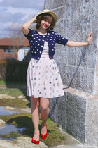 beige nautical print yumi dress - off white vintage 20s hat