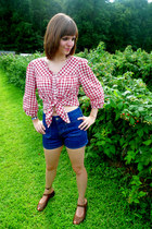 red Gap top - blue high-waisted Old Navy shorts - brown Rialto Comfort wedges