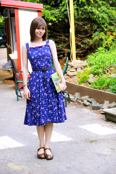 blue vintage floral Lanz dress - dark brown Forever 21 belt