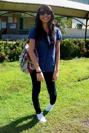 blue Forever 21 top - beige Accessorize bag - black Euphenia jeans - white shoes