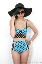 black floppy sun hat Ardene hat - black sunglasses - turquoise blue pin-up bikin