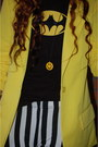Yellow-new-yorker-blazer-white-ebay-leggings-black-batman-shirt
