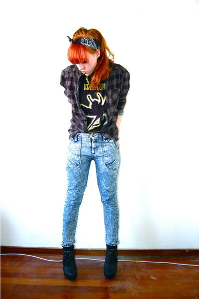 yellow boyfriends Led Zeppellin t-shirt - blue acid wash wholesaledressnet jeans
