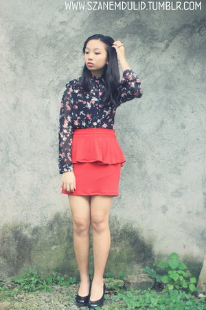 red skirt - gold accessories