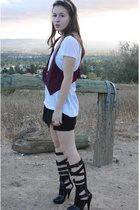Urban Outfitters top - Urban Outfitters t-shirt - vintage skirt - flyjanenet sho