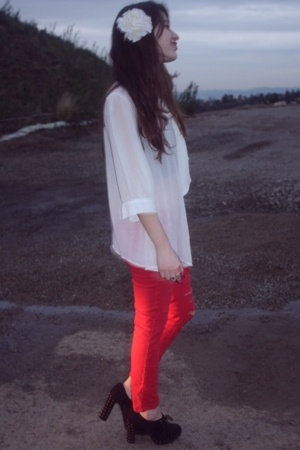 f21 blouse - Urban Outfitters pants - newport-newscom shoes
