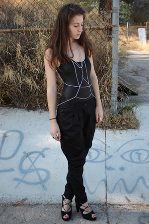 black f21 pants - black newport-newscom shoes