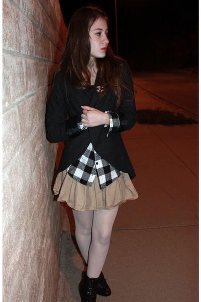 Target blouse - Secondhand skirt - Urban Outfitters blazer - GoJane shoes