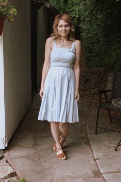 blue 50s vintage dress - brown mia clogs shoes