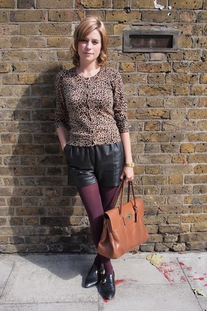 Vintage Rokit shorts - Kate Kanzier shoes - Mulberry bag - H&M cardigan