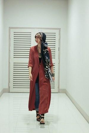 H&M coat - Jessica Simpson shoes - Mango jeans - H&M scarf - 33 Field Trip bag