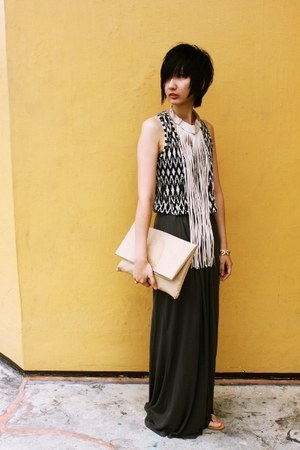 H&M top - warehouse skirt - CMG sandals