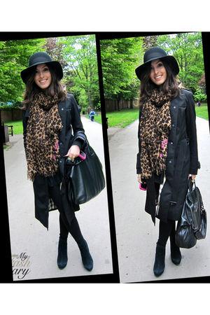 Burberry jacket - Office shoes - Sonia Rykiel hat - Louis Vuitton scarf