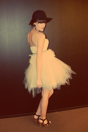 black H&amp;M hat - white tulle unknown dress - black H&amp;M heels - black vintage belt