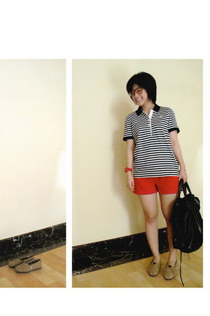red shorts - white top - brown shoes
