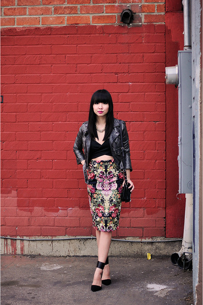 ruby red tapestry midi Boohoo skirt - black crop Nasty Gal top