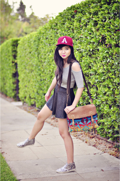maroon baseball new era hat - heather gray t-back sole mio top
