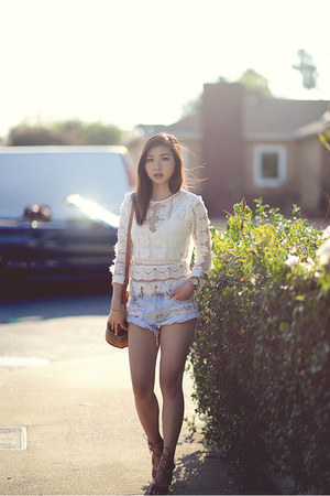 ivory lace Endless Rose blouse - light blue cutoff One Teaspoon shorts