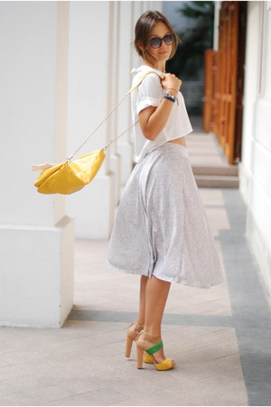 Nine West shoes - Initial shirt - Zara bag - Hermes bracelet - Zara skirt - Pris