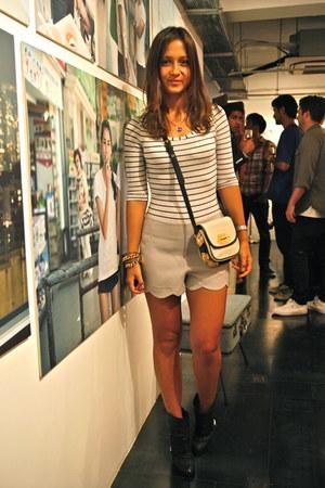 Marc Jacobs boots - Bimba & Lola bag - asos shorts - H&M top - Uterque bracelet