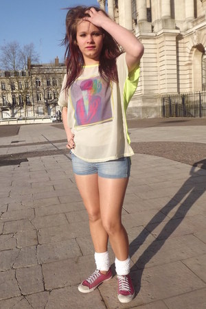 lime green shirt - nude Miss Helen tights - periwinkle denim shorts Dklic shorts