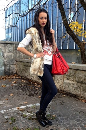 beige fratteli vest - navy HUE leggings - red Paolo bag