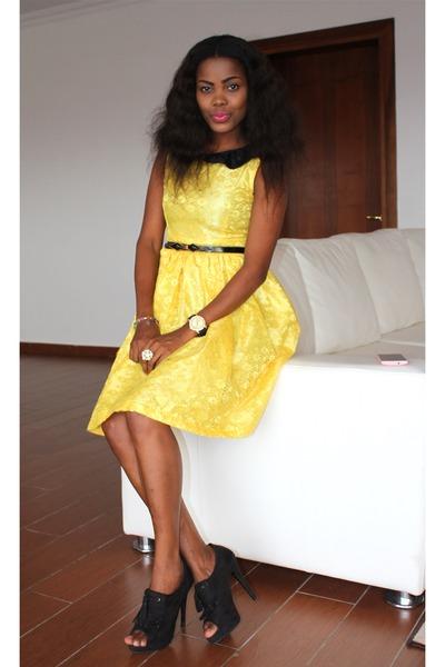 Yellow dress heels