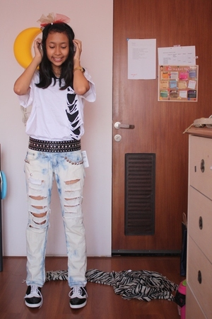 D-I-Y top - D-I-Y jeans - Zara belt - casio accessories