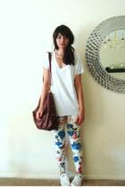 salmon Forever 21 jeans - white Zara t-shirt - white Converse sneakers