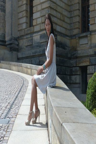 neutral polyurethane Mango bag - beige polyester H&M dress - beige sandals