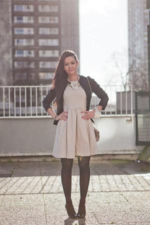 cadena Louis Vuitton shoes - coton Zara dress