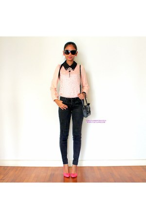 black Uniqlo jeans - black bag - black Marc by Marc Jacobs sunglasses