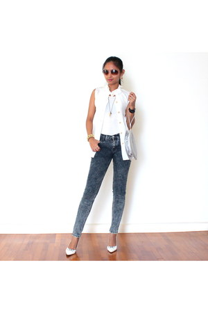 black watch - navy jeans - silver bag - light brown sunglasses - white top