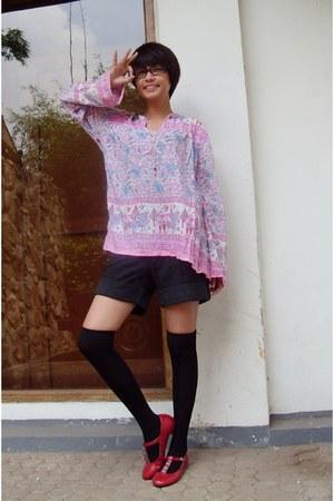 bubble gum vintage top - black unbranded socks - black unbranded skirt
